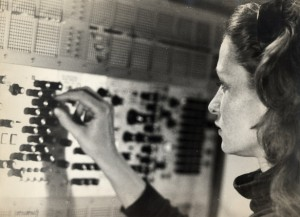 Electronic music composer Eliane Radigue (1932), was a pioneer of synthesizer music in the 1960′s and 70′s. Working firstly as an assistant to Pierre Schaeffer, she began to compose her own style of drawn-out, minimal pieces whilst studying at New York University.