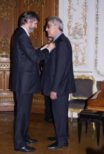 Церемония вручения ордена «За заслуги в искусстве и литературе» во Французском посольстве в 2008 году.